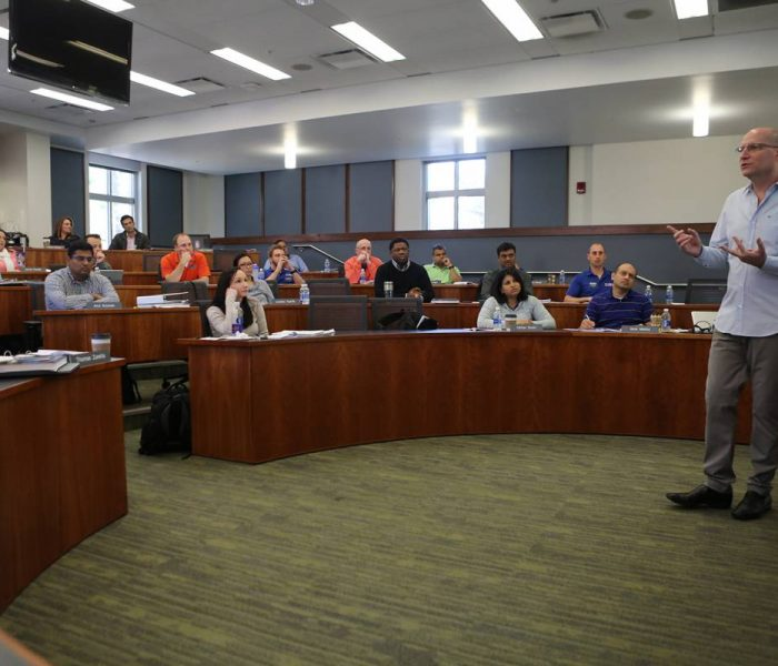 Warrington faculty member Amir Erez speaks to students in the UF MBE Executive class.