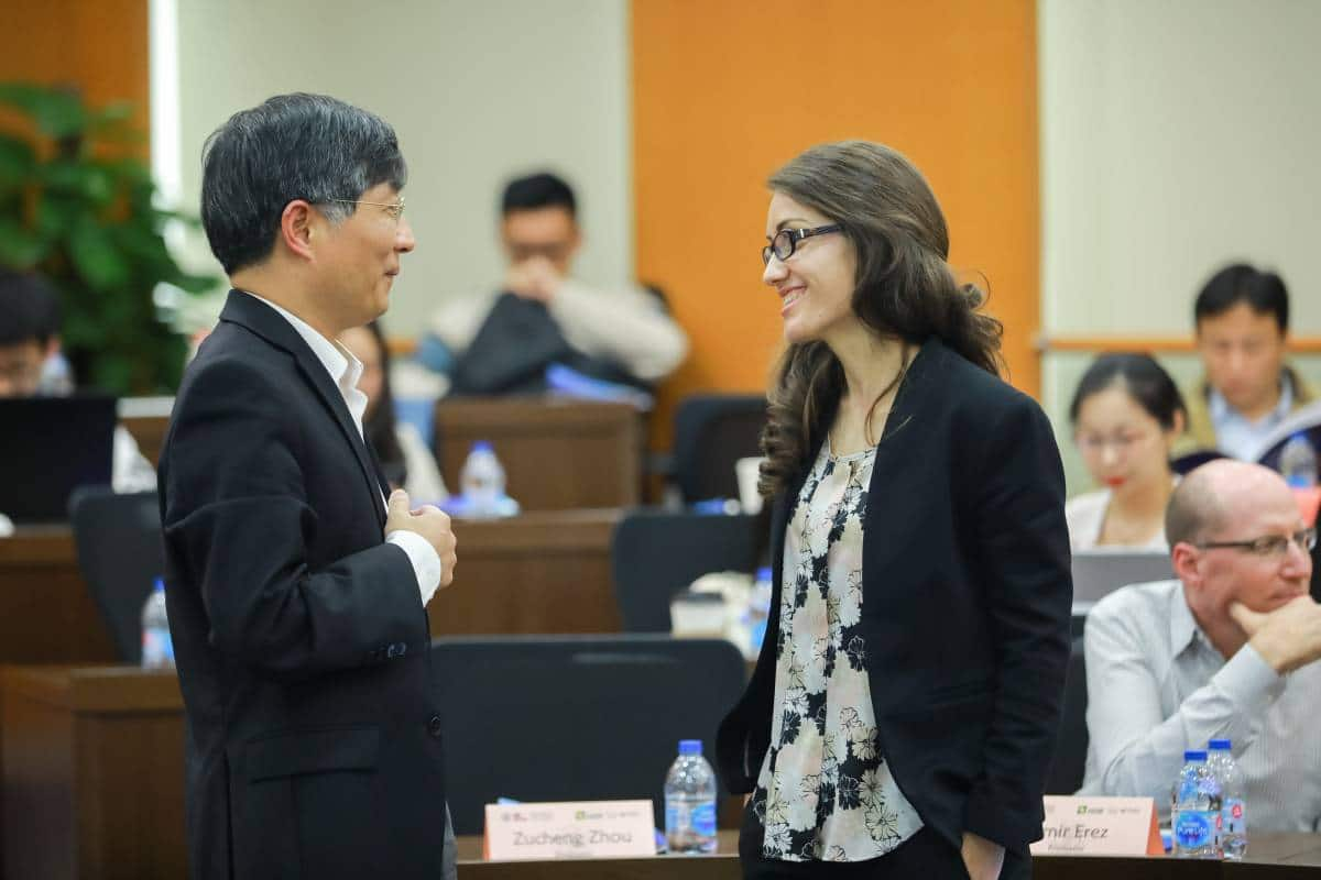 Klodiana Lanaj speaks with a faculty member from Shanghai Jiao Tong University